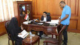 نائب محافظ قنا يواصل استقبال المواطنين لحل شكاواهم