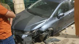 السرعة الزائدة تتسبب في إصابة شخص وتضرر 3 سيارات ببنها