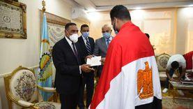 محافظ مطروح يوجه رسالة للعائدين من ليبيا: مصر أولى بيكم