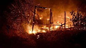 الدفع بـ8 سيارات إطفاء لإخماد حريق بمصنع كرتون في السادات (فيديو)