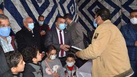 محافظ بورسعيد يسلم عقود وحدات سكنية للمرحلة الثالثة لعدد من الشباب