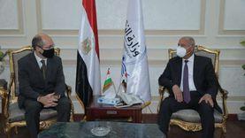 وزير النقل يبحث مع السفير المجري بالقاهرة تدعيم التعاون المشترك في مجالات النقل المختلفة