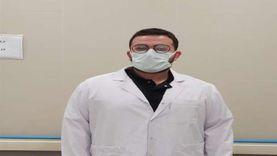 أول طبيب مصري تلقى لقاح كورونا: صحتي حديد وبلعب «بينج بونج»