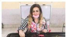 نهال عنبر تدلي بصوتها في الانتخابات البرلمانية