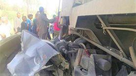 قطار يحطم سيارة ومصرع قائدها في قنا (صور)