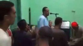 حسن الخاتمة.. وفاة منشد ديني أثناء وصلة مدح للرسول في قنا (فيديو)
