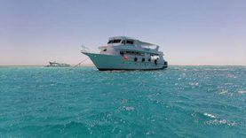 عودة الأنشطة البحرية بشواطئ الغردقة..المراكب تتزين بالبالونات وعلم مصر