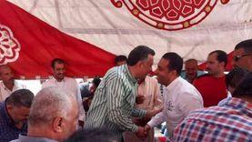 تعانقا خلاله.. مرشحان متنافسان يحضران أحد الأفراح في بورسعيد