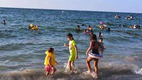 «البحر غضبان لفراقكم».. سياحة الإسكندرية تُداعب المصطافين بعد عزوفهم عن البحر