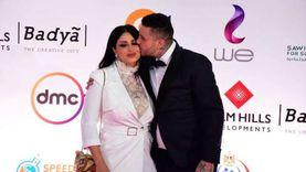 قبلات الفيشاوي لزوجته تشعل ريد كاربت افتتاح مهرجان القاهرة السينمائي