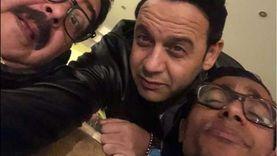 مصطفى قمر يروج لـ«فارس بلا جواز» بصور من الكواليس: المجانين في نعيم