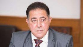 """مدير """"مستشفيات عين شمس"""" يفحص مرضى أسر الشهداء والمصابين اليوم"""