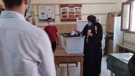 أسقف أبنوب والفتح يدلي بصوته في انتخابات الشيوخ بأسيوط