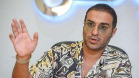 أحمد فهمي ينفي تسبب لقاح كورونا في إصابة شقيقه بجلطتين: «محدش يعرف السبب»