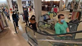 """انخفاض التسوق بالمتاجر في """"الجمعة السوداء"""" بسبب جائحة كورونا"""