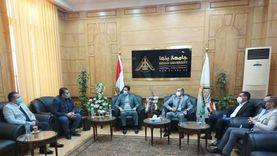 رئيس جامعة بنها يلتقي وفدا عراقيا لبحث سبل التعاون العلمي