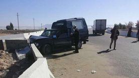 إصابة 4 أمناء شرطة اصطدمت سيارتهم بشجرة في البحيرة