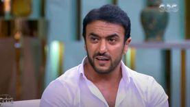 أحمد العوضي يطلب عدم التنمر على صورته: الرجل اللي ورايا تأذى نفسيا