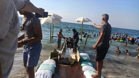 «ممر بيوصل للبحر وكرسي متحرك».. «المندرة» أول شاطئ لذوي الهمم بمصر