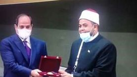 وزير الأوقاف يهنئ المكرمين في احتفال المولد النبوي ويشكر الرئيس