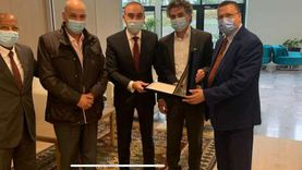 جمعية المصريين بسويسرا واتحاد الجاليات المصرية في أوروبا يكرمون السفير علاء يوسف