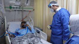 ببدلة العزل.. رئيس الرعاية الصحية يطمئن على مرضى كورونا ببورسعيد (صور)