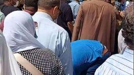 الرحلة الأخيرة.. انهيار والدة «فتاة المول» أثناء تشييع جنازتها