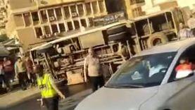 انقلاب أوتوبيس مدارس بسبب السرعة في مدينة نصر وإصابة قائده