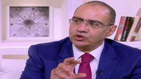 """أديب يمازح رئيس لجنة كورونا بشأن نتيجة تحليله: """"أكلم لك حد من الصحة؟"""""""
