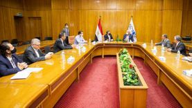 اقتصادية قناة السويس توقع عقدا مع «مرسيدس» لإنشاء مركز لوجيستي بالسخنة