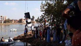 صور.. انتشال أول سيارة غارقة بمعدية الموت في البحيرة