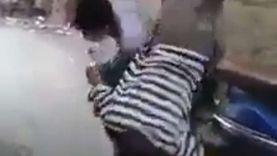 """فيديو.. واقعة تنمر جديدة بمسن يحمل حقيبة على ظهره: """"شالوه ولفوا بيه"""""""