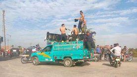 شباب شبه عراة يحتفلون بنقل «فرش عروسة» بالفيوم.. ومطالب بضبطهم