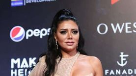 أبلة فاهيتا تسخر من إطلالات رانيا يوسف: نسيت الفستان ولبست البطانة