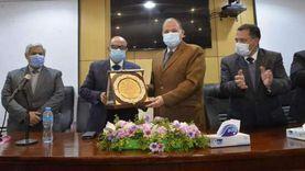محافظ أسيوط يشهد تكريم قيادات مديرية الصحة والكوادر الطبية المتميزة