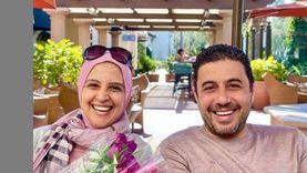 حنان ترك وزوجها.. صورة أسرية لنفي شائعة العودة للتمثيل