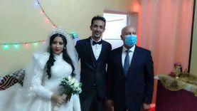 شاهد.. وزير النقل يفي بوعده ويحضر حفل زفاف ابنة قائد قطار أسوان