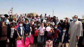 احتفالية ترفيهية للأطفال الأيتام تحت سفح هرم ميدوم ببني سويف