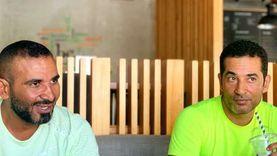 أحمد سعد يستجم مع شقيقه عمرو في إحدى المدن الساحلية