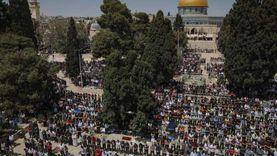 الاحتلال الإسرائيلي يمنع آلاف المصلين من الوصول للأقصى (فيديو)
