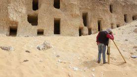 اكتشاف مقابر صخرية بطرز مختلفة في جبانة الحامدية شرق سوهاج