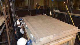 ثالث مقصورة للملك الذهبي توت عنخ آمون تصل المتحف المصري الكبير (صور)