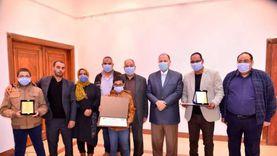 محافظ أسيوط يكرم شاعرينلتميزهما في الأدب وفوزهما بجائزتين دوليتين