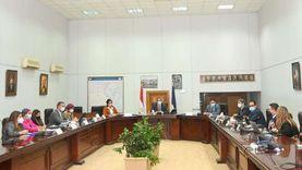 العناني يستعرض استراتيجية العلاقات العامة للسياحة المصرية مع شركة دولية