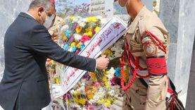 محافظ سوهاج يضع إكليل زهور على النصب التذكاري للشهداء في عيدها القومي