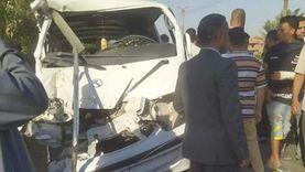 بالأسماء.. إصابة 13 في تصادم سيارتين بالبحيرة