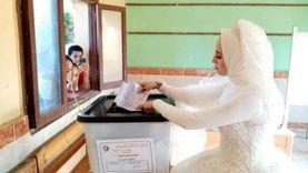 """صور.. عروسان يصوتان في انتخابات """"الشيوخ"""" بالشرقية بملابس الزفاف"""