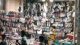 في آخر أيام رمضان.. باب مسجد يتحول لشادر بيع أحذية بالفيوم.. «صور»