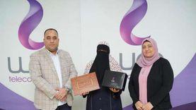 المصرية للاتصالات تكرم السيدة الشجاعة صاحبة فيديو توثيق اتلاف كابلات التليفون بمشتول السوق