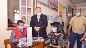 """محافظ أسيوط يتفقد حملة """"100 مليون صحة"""" باللجان ويخضع للفحوصات الطبية"""